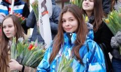 Коммунисты Сергиева Посада подарили женщинам цветы (07.03.2015)