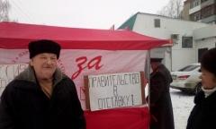 Правдинские коммунисты отметили 101-ю годовщину Советской Армии традиционным пикетом и возложением цветов к памятнику Ленину (25.02.2019)