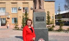 Лотошинские коммунисты возложили цветы к памятнику Ленина (22.04.2019)