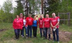 Раменские коммунисты показали, как правильно сажать «Лес Победы» (11.05.2019)