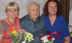 Ветеран из мкр. Чкаловский отметил свой 100-летний юбилей (30.05.2015)