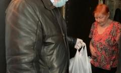 Депутат-коммунист Александр Наумов в г.о. Домодедово передал продукты поколению «Детей войны» (16.04.2020)