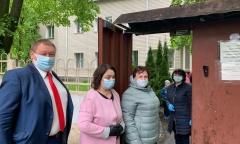 Домодедовские коммунисты поздравили детей с Праздником (01.06.2020)