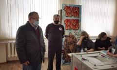 Секретарь МК КПРФ Александр Наумов посетил избирательные участки в Пушкино (04.04.2021)
