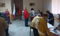Кандидат в депутаты Мособлдумы Александр Наумов посетил избирательные участки (19.09.2021)