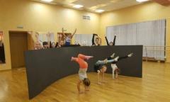Подольские коммунисты под руководством депутата Мособлдумы Александра Наумова помогли детской цирковой школе «Браво» (16.12.2015)