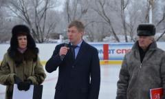 Алексей Русских подарил комплекты хоккейной формы детской команде из села Косяково (16.01.2016)