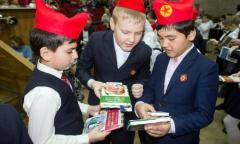 Во Фрязино прошла торжественная церемония принятия младших школьников в ряды октябрят (16.04.2016)