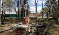 Пушкинские коммунисты отреставрировали памятник В.И. Ленину (10.05.2016)