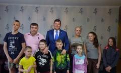 Михаил Авдеев встретился с многодетной семьей (31.05.2016)