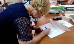 Нина Веселова получила удостоверение кандидата в депутаты Государственной Думы (25.07.2016)