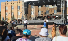 Александр Наумов поздравил жителей Озёр и Ожерелья (06.08.2016)