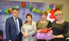 Василий Мельников поздравил многодетных мам с Днём матери (24.11.2016)