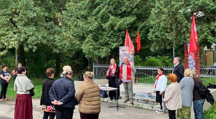 Коммунисты провели встречу с жителями микрорайона Торфопредприятие, заброшенного властями (12.09.2021)