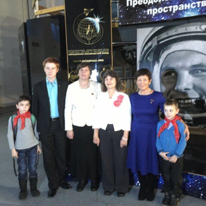 Делегация детей войны и пионеров Черноголовки посетила Звездный городок (16.12.2015)