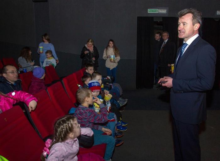 Дети из Фряново с помощью депутата-коммуниста отправились в киносказку (02.04.2016)