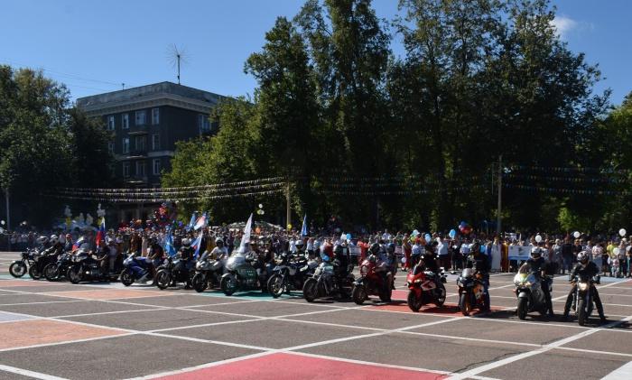 Александр Наумов поприветствовал жителей Ступино на праздновании дня города (27.08.2016)
