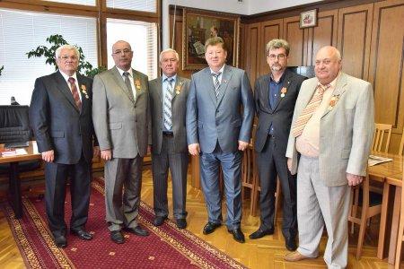 Г.А. Зюганов наградил группу работников легкой промышленности