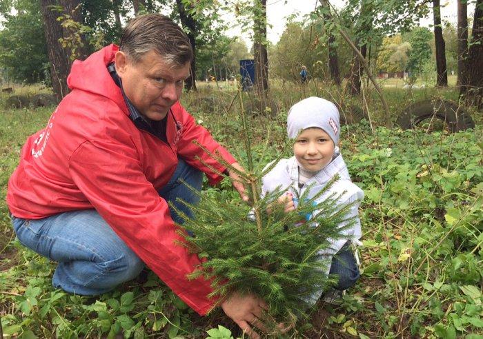 Депутат-коммунист Олег Емельянов принял участие в экологической акции