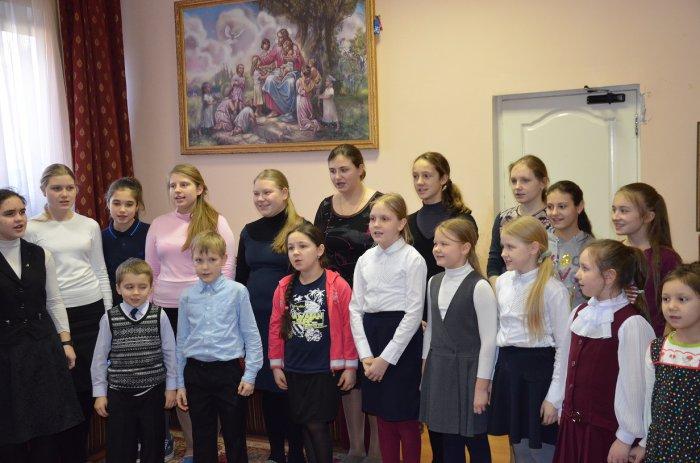 Алексей Русских поздравил воспитанников приюта «Покров» с Новым годом
