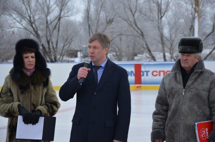 «Мечты сбываются»: депутат Госдумы А.Ю. Русских подарил комплекты хоккейной формы детской команде из села Косяково