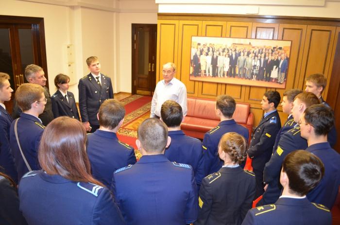 «Будущее авиации в надежных руках»: по приглашению Алексея Русских Госдуму посетили курсанты авиационного колледжа