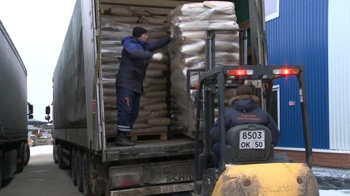 Видеорепортаж с отправки  50-го гуманитарного конвоя КПРФ в Новороссию