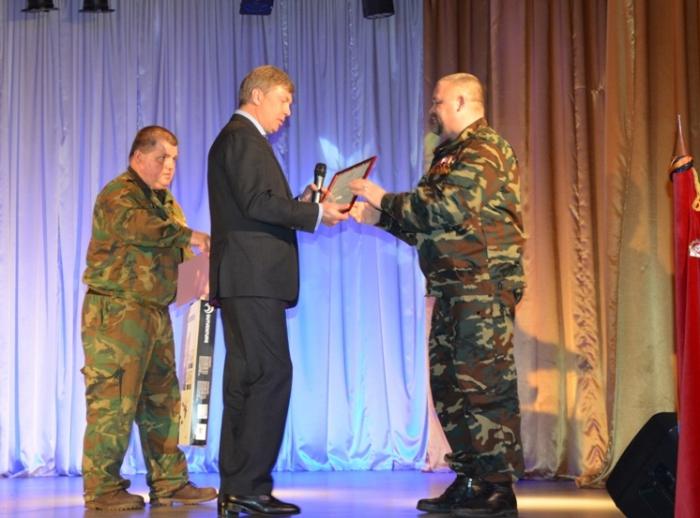 Алексей Русских наградил победителей военно-спортивной игры «Юнармейские старты»