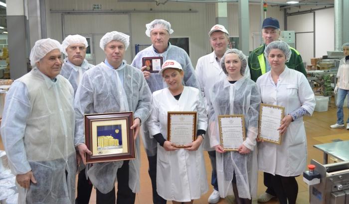 Алексей Русских на кондитерской фабрике «Победа»: «Даже в сложных экономических условиях наши предприятия наращивают производство»