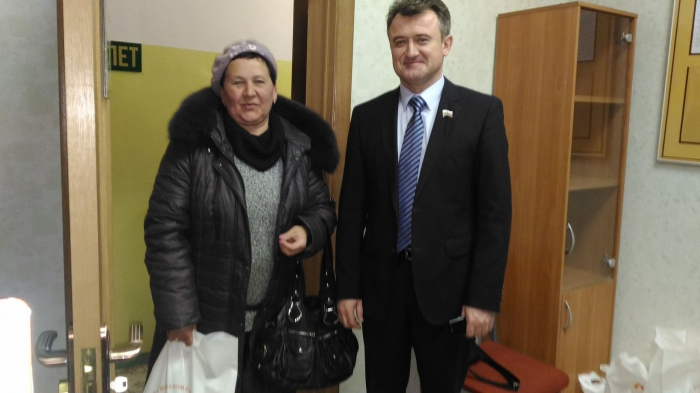 Многодетные семьи подмосковного Щёлково получили молочные продукты от депутата-коммуниста