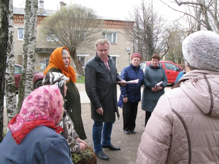 Александр Голуб встретился с жителями поселков Лоза и Березняки