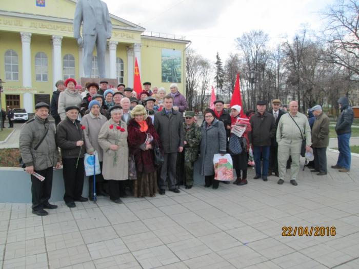 Люберецкие коммунисты возложили цветы  к памятнику В.И. Ленину