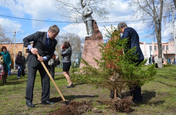 Алексей Русских принял участие в патриотической акции «Равнение на подвиг отцов и дедов»