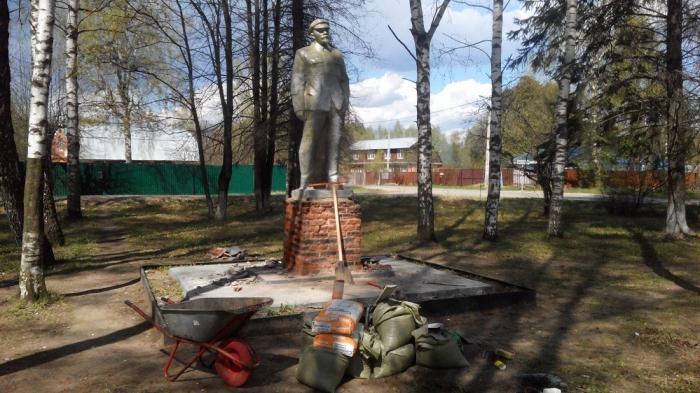 Пушкинские коммунисты отреставрировали памятник В.И. Ленину