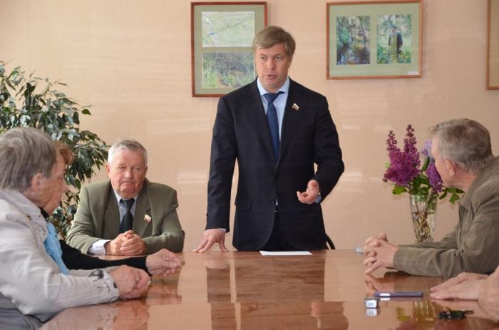 «Нельзя экономить на людях»: Алексей Русских посетил Воскресенский район