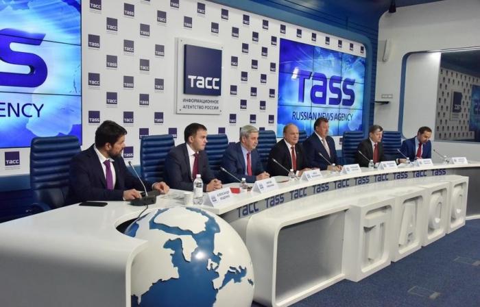 Впереди - Съезд депутатов-коммунистов!