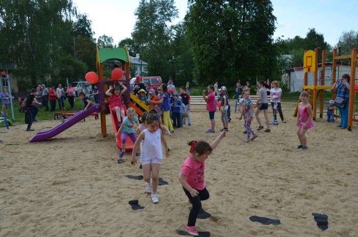 Алексей Русских - детям! В Коломне открыта детская игровая площадка «Остров детства»