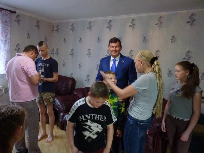 В канун Дня защиты детей Михаил Авдеев встретился с многодетной семьей