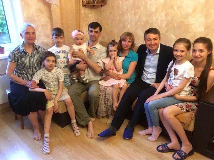 Дмитрий Кононенко встретился с многодетной семьей