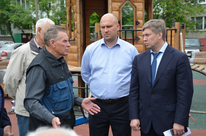 Депутат Госдумы А.Ю. Русских встретился с жителями поселка им. Цюрупы Воскресенского района