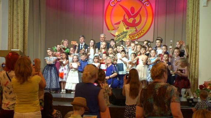 Воскресенский Сувенир прославляет русский народный танец