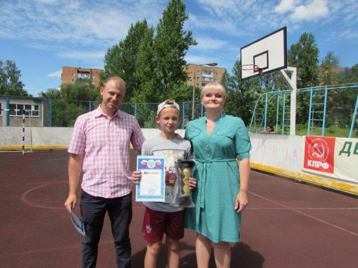 Елена Мокринская поздравила победителей «Детской дворовой лиги по футболу»