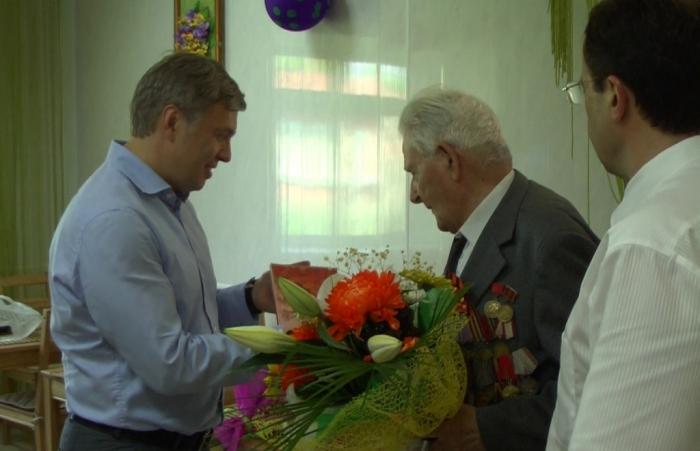 Депутат-коммунист Алексей Русских помог ветерану напечатать мемуары о войне