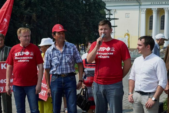 Митинг в Сергиевом Посаде. Жители требуют горячую воду!
