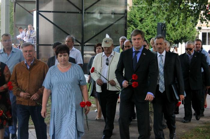 Алексей Русских поздравил жителей Новолотошино и Микулино