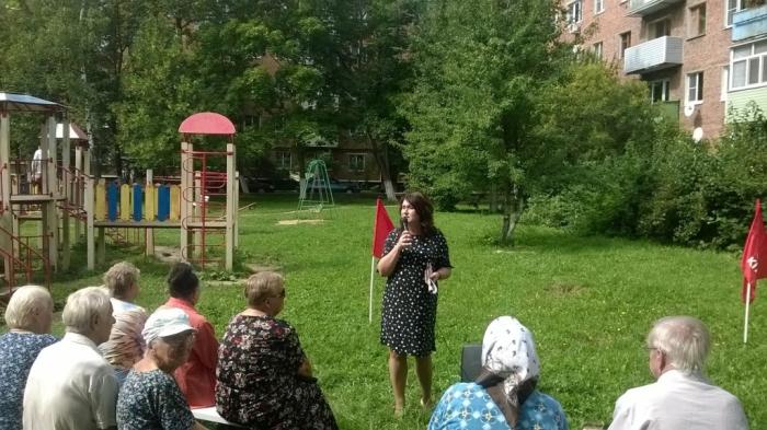Кандидаты в депутаты от КПРФ Ирина Тютькова и Александр Наумов встретились с жителями Ступино