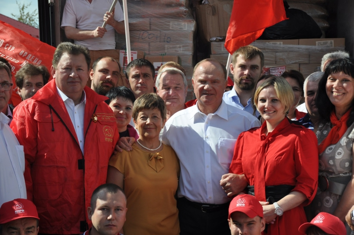 Коммунисты отправили юбилейный 55-ый гуманитарный конвой