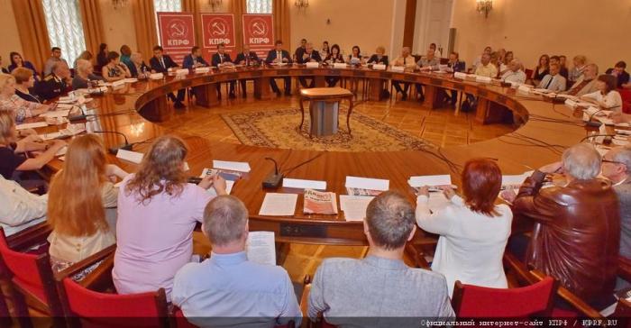 В Москве подписан меморандум о поддержке КПРФ на выборах