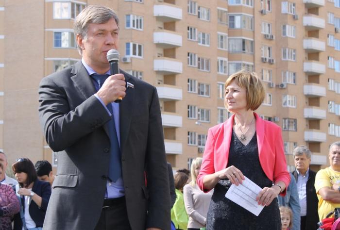 В День знаний Алексей Русских поздравил школьников Красногорского  района
