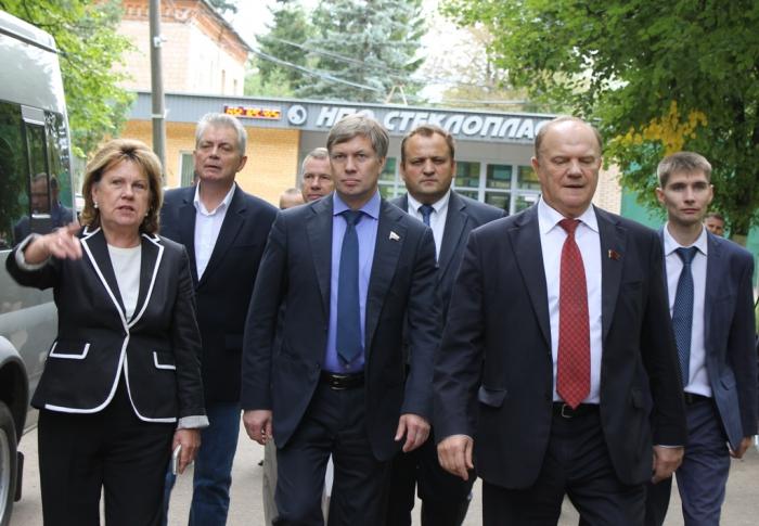 В Солнечногорске лидер КПРФ Геннадий Зюганов и Алексей Русских познакомились с научными разработками